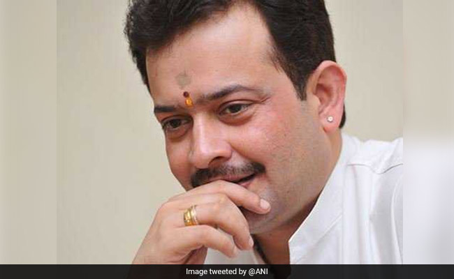 Bhaiyyuji Maharaj, who was offered cabinet post by Shivraj Singh Chouhan, commits suicide