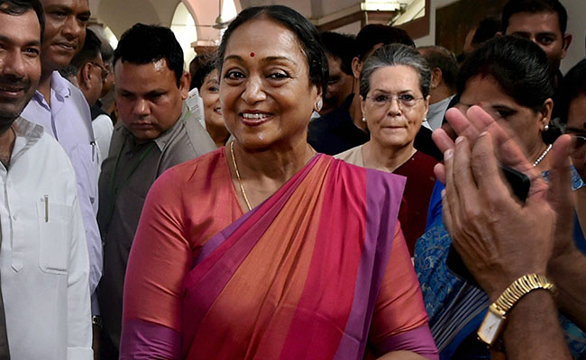 Atmosphere of fear must end: Meira Kumar