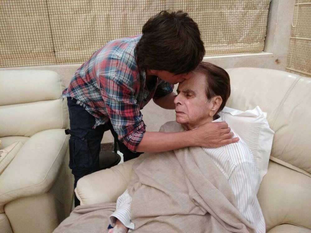 Shah Rukh Khan kisses a recovering Dilip Kumar on the forehead and it is such a father-son moment